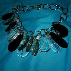 "Statement Vintage Necklace w/ Swarovski Crystals LOWEST PRICE EVER !! It has Czeck medium/large sized teardrops, AND Swarovski crystals on a wide silver chain. The chain is 18"" and closes w/ a toggle which makes it much easier to put on & it's very secure around your neck. It does have some weight to it, which demonstrates the quality of the crystals & other materials that were used in the craftsmanship of this piece.  This necklace is stunning! ?? The pictures don't do it justice.?? Vintage…"