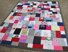 Baby Clothes Quilt - First Year Onesie Blanket - jellybeanquilts.com