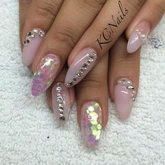 #nailtech #nailswag #acrylicnails #almondnails #solidnails #pinknails #glitternails #diamonds #nailbling #Swarovskicrystals #pearls #frenchtip #ashowofhandsxcetra @antoniathornhill #Padgram