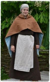 Magd mit Kittel, Kopftuch, Schürze und Cappa (besonders hier ist, dass diese hinten deutlich länger ist, als vorne) Sewing, Dresses, Fashion, Medieval Gown, Vestidos, Ladies Clothes, Middle Ages Clothing, Maid, Historical Clothing