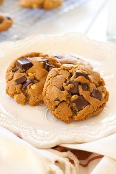 Peanut Butter Dark Chocolate Cookies - homemade cookies loaded with chocolate and peanut butter. Butter Cookies Recipe, Lemon Cookies, Peanut Butter Cookies, No Bake Cookies, Easy Delicious Recipes, Yummy Food, Dark Chocolate Cookies, Buttery Cookies, Summer Cookies