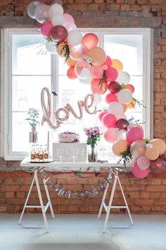 BALLOON FANTASY Ballongirlande Hochzeit Rustikal #ballon #hochzeit #hochzeitsdekoration #pink #rustikal #loft #love