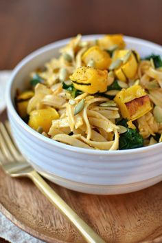 Vegan Squash and Kale Sauceless Pasta | http://www.radiantrachels.com/vegan-squash-and-kale-sauceless-pasta/
