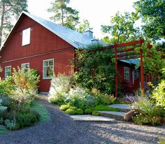 Inspiration från Marika Delin While early in concept, your pergola has become encountering somewhat of Swedish Cottage, Red Cottage, Swedish House, Garden Cottage, Home And Garden, Pergola Plans, Diy Pergola, Pergola Kits, Outdoor Spaces