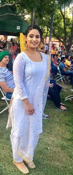 Haute spot for Indian Outfits. Indian Suits, Indian Attire, Indian Dresses, Indian Wear, Punjabi Fashion, Asian Fashion, Punjabi Salwar Suits, Patiala Salwar, Shalwar Kameez