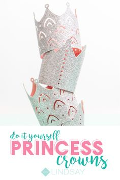 Create the perfect princess party crowns by using glitter cardstock and coordina. Make A Crown, Crown For Kids, Diy Crown, Paper Folding Crafts, Diy Paper, Easy Craft Projects, Crafts For Kids, Princess Party, Princess Crowns