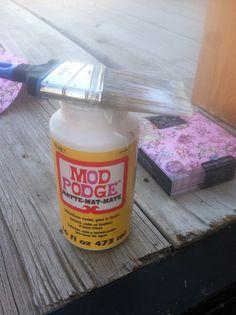 How to use Mod Podge & Napkins on Furniture - Wildflowers & Pistols Decoupage Wood, Napkin Decoupage, Decoupage Furniture, Chalk Paint Furniture, Decoupage Tutorial, Furniture Redo, Furniture Ideas, Idées Mod Podge, Mod Podge Crafts