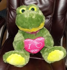 16-034-SITTING-BEST-MADE-TOYS-Green-Yellow-PLUSH-Frog-PINK-I-LOVE-YOU-Heart