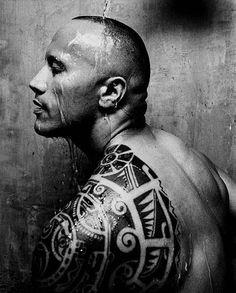 Dwayne Johnson-The Rock tattoo Rock Tattoo, Tatoo Art, Male Tattoo, Rock Johnson, Tatuaje The Rock, Dwayne Johnson Body, Ta Moko Tattoo, Haida Tattoo, Wow Photo