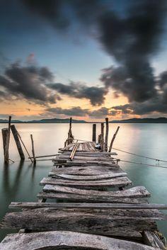 Wooden bridge for small fishing boat - photo by pungem / Sunset Landscape, Landscape Design, Small Fishing Boats, Bridge Painting, Old Boats, Over The River, Boat Dock, World Trade, Wood Bridge