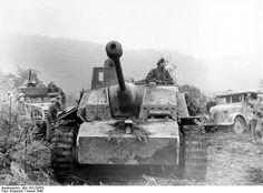 Ardennes offensive, Sturmgeschütz. Sturmgeschütz Ausf.G and 7.5 cm Stuk. 40 with Saukopf mantlet (Pig's head)