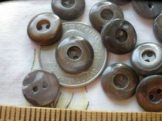 """13 VERY RARE Smoke Irridecent  REAL Pearl SHELL BUTTON  13//MM 1//2/"""" 2HOLE"""