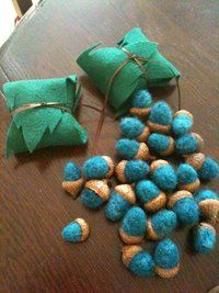 felt bamboo leafs!! instead of those blue acorns, I'll put the chocolate covered almonds :)