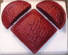 Make a valentine heart cake with 1 circle cake cut in half and a regular square cake! It will never be as nice as the heart cake from last Valentines day that Mason made, but it'll do. Just Desserts, Delicious Desserts, Yummy Food, Food Cakes, Cupcake Cakes, Circle Cake, Yummy Treats, Sweet Treats, Cake Recipes