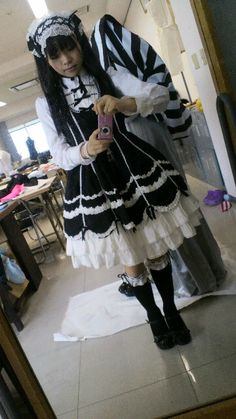 Such a pretty old schol coord!
