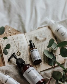 AD// Ladies, which skin care product that you can't live without? Mine would be moisturizer! hehe. I need it since I live in a cold country… Flat Lay Photography, Beauty Photography, Product Photography, Diy Beauty, Beauty Skin, Healthy Skin Care, Beauty Packaging, Advertising Photography, Natural Cosmetics