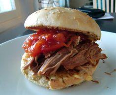 Makuja kotoa: Pulled Pork Burgers ja tomaattihilloke