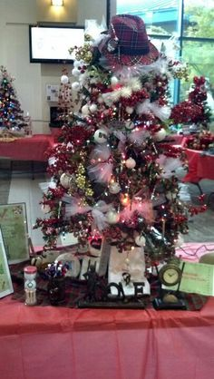 O Christmas Tee! Christmas Tree Trimming, Christmas Tree Themes, Christmas Diy, Christmas Stuff, Holiday Decor, Holiday Ideas, Golf Theme, Unique Trees, Outdoor Gardens