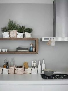 natuurhout met moderne witte keuken... love the style - foto home delight
