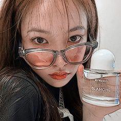 Bear Wallpaper, Galaxy Wallpaper, Aesthetic Themes, Aesthetic Pictures, Beautiful Girl Makeup, Kim Yerim, Seulgi, Red Velvet, Girl Group