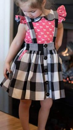 Black & White Plaid Overall Rock # Kinder Mode # Mädchen # Outfit – Mukaddes Özbaş – Join the world of pin Frocks For Girls, Dresses Kids Girl, Kids Outfits, Toddler Dress, Baby Dress, Baby Skirt, Kids Frocks Design, Frock Design, Girl Dress Patterns