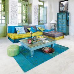 Banquette canapé d'angle 6 places modulable bleu vert KIMIMOI. Armatures de fenetres de couleurs