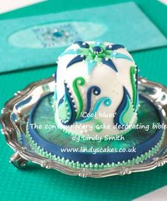 'Cool Blues' mini cake from Lindy Smith's 'Contemporary cake decorating bible' book