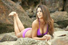 Kyra Santoro est un mannequin maillot de bain vraiment sexy