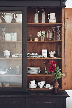 Vintage cabinet in the home of blogger What decorates my day via Volang. Picture by Emily Dahl.