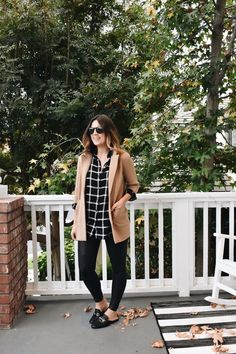 Crew sweater blazer + spanx faux leather leggings outfit i Leather Leggings Outfit, Spanx Faux Leather Leggings, Leather Blazer, Leggings Style, Leggings Fashion, Winter Outfits Women, Fall Outfits, Casual Outfits, Work Outfits