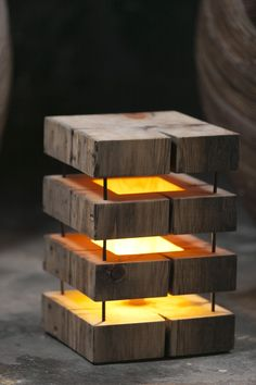 Cute wooden lamp made with 5 slices of square wood, maintained by four metal rods. Perfect if you are looking for a wood light DIY idea for you living room or bedroom. #tablelamp #woodlamp #led #handmade #diy #squarelamp #lamp #wood