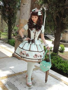 Flawless pink, mint, and brown lolita coord from Mexico. The most perfect curls!