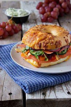 Bagel Sandwich, Veggie Sandwich, Sandwich Recipes, Bagel Bagel, Bagels, Vegetarian Recipes, Cooking Recipes, Healthy Recipes, Beste Burger