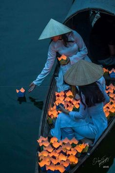 Ao Dai Vietnam, Laos, Belle Photo, Vietnam Travel, Beautiful Pictures, Beautiful Places, Beautiful Vietnam, Vietnam Costume, Color Of Life