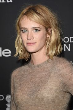 Some hairstyles looks great with round face and some don't. So if you want to see which haircuts flatter round face shape keep reading! Round face shape may. Messy Hairstyles, Pretty Hairstyles, Fantasy Hairstyles, Mackenzie Davis, Fresh Face, Stylish Hair, Her Hair, Short Hair Styles, Hair Makeup