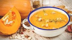 Rezept: Kürbissuppe aus dem Thermomix | eKitchen Cheeseburger Chowder, Thai Red Curry, Cantaloupe, Food And Drink, Soup, Fruit, Eat, Cooking, Ethnic Recipes