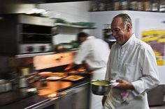 Jean-Paul Abadie en cuisine à l'Amphitryon (Lorient)