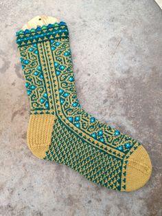 Ravelry: Labyrinthine pattern by Leslie Comstock Crochet Socks, Knit Mittens, Knitting Socks, Hand Knitting, Knit Crochet, Knit Socks, Knitting Designs, Knitting Projects, Knitting Patterns