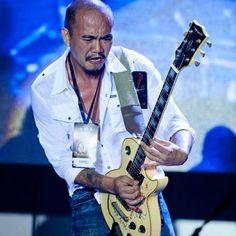 The bloody passion of an axe man. #notiphone #musicphotography #music #opm https://www.facebook.com/eatshootrock - @eatshootrock- #webstagram