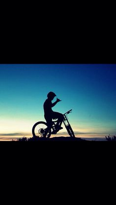 This particular photo is surely an inspiring and first-rate idea Freeride Mountain Bike, Moutain Bike, Mountain Biking, Downhill Bike, Cafe Racer Build, Athletic Men, Bike Life, Image Photography, Cross Country