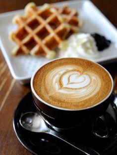 Cafe Latte with Waffles Caffe Mó Coffee Latte, I Love Coffee, My Coffee, Tea Restaurant, Breakfast Tea, Coffee Pictures, Italian Coffee, Coffee Photography, Latte Art