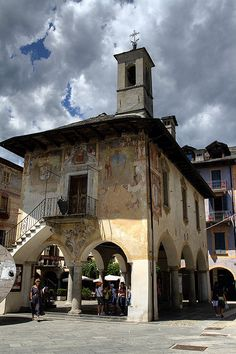 The Community Palace, also known as Broletto, is located in Orta San Giulio (Northern Italy) in Motta Square, near the landing-stage for San Giulio Island. It was built in 1582, it was the seat of the executive and legislative power of the region