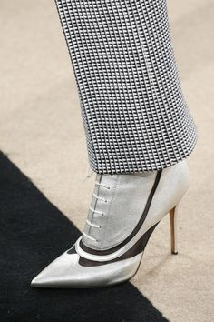 Derek Lam Fall 2016 Ready-to-Wear Fashion Show Details Queer Fashion, Fashion Show, Pretty Heels, Shoes 2016, Walk This Way, Sexy Boots, Derek Lam, Hot Shoes, Fall 2016