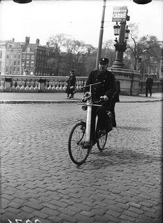 1947. Fireman with nozzle on bike at the Blauwe Brug over the river Amstel. Photo AHF, collectie IISG / Ben van Meerendonk. #amsterdam #1947 #amstel