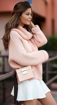 Pink Loose Cowl Neck Sweater by Stylista; She makes pink marshmallows look fashionable Rosa Pullover, Denim Pullover, Pink Sweater Outfit, Sweater Fashion, Comfy Sweater, Sweater Dresses, Sweatshirt Outfit, Sweater Skirt, Sweater Outfits