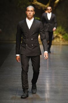 Dolce  Gabbana Man Catwalk Photo Gallery – Fashion Show Summer 2014, and this is why you don't buy a cotton suit