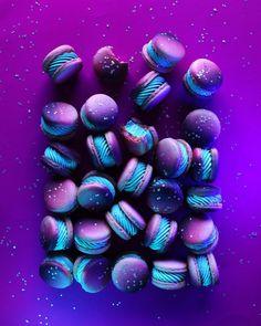 Pin on Macaron Pin on Macaron Cute Desserts, Delicious Desserts, Yummy Food, Purple Desserts, Macaroon Recipes, Donut Recipes, Dessert Design, Galaxy Desserts, Kreative Desserts