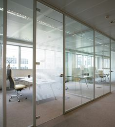 #Office #Design Codutti - Wall Partition Aere rises to the occasion with its partitions in clear and silk-screened glass or in the special dual-pane version between which photographs or decorative fabrics can be inserted. http://www.codutti.it/eng/products/wall-partitions/aere