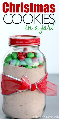 christmas cookies in a jar Weihnachtspltzchen Easy Christmas cookies in a jar - make this simple cookie recipe in mason jar for a homemade gift idea. Everyone will love this mamp;m cookie in a jar recipe Christmas Jars, Homemade Christmas Gifts, Homemade Gifts, Christmas Ribbon, Homemade Food, Christmas 2017, Christmas Candy, Diy Food, Christmas Holidays