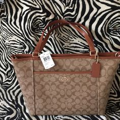 Coach signature pocket tote Beautiful light brown Coach Bags Totes